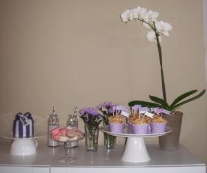 Sweet Table mit Wabenbällen
